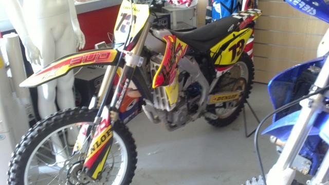 o Vendo Moto de cross de competición Suzuki 450 RMZ inyección.
