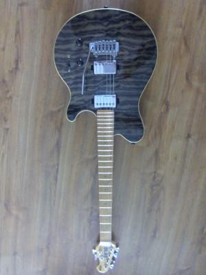 Guitarra Stearling Sub AX3 de Musicman