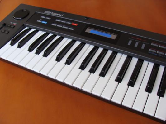 Roland Alpha Juno 2 con nueva pantalla y nueva batería