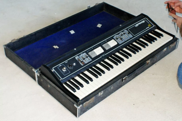 Analog Synth String Machine ROLAND (Genesis Cure Camel etc)