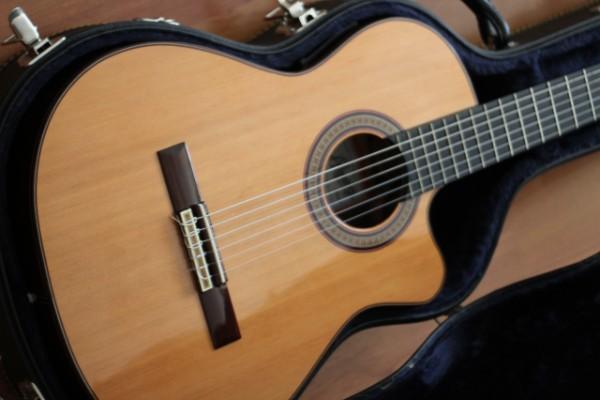 Guitarra Clásica electrificada Ramírez 2CWE