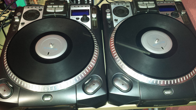 2 Numark CDX MP3-CD Turntable