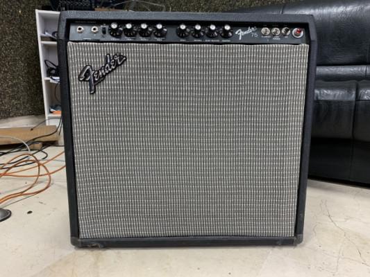 Amplificador Fender 75 valvular