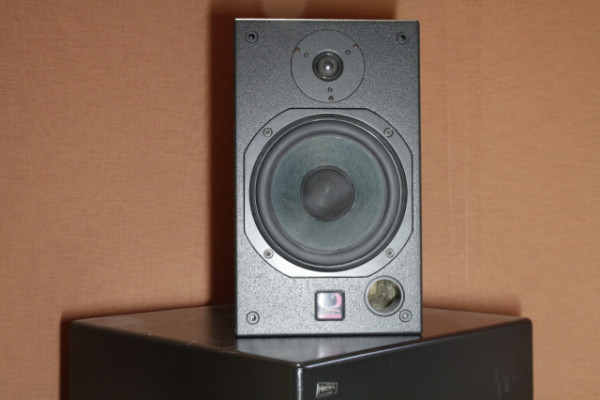Quested H108 monitor speaker