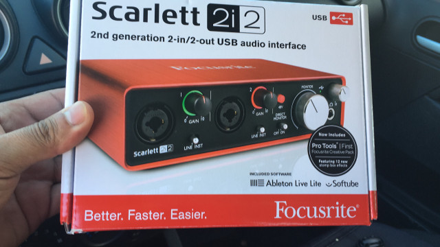focusrite scarlett 2i2 nueva en caja