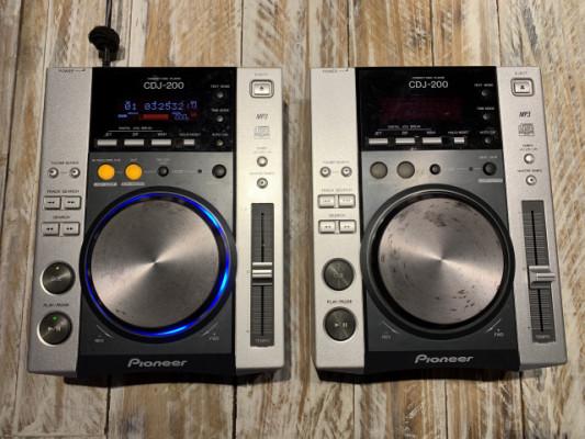 2x Pioneer CDJ 200 (1 PERFECTO, 1 NO ENCIENDE)