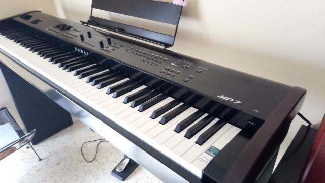 Piano de escenario Kawai mp7