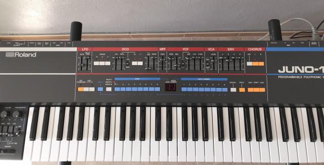 Roland Juno-106 restaurado