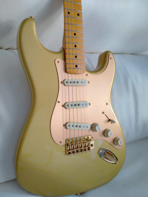 Fender Stratocaster Classic Series 50, 50Th Anniversary Limited Gold Ed.