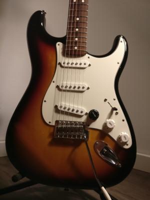 Fender Stratocaster MIM  cambios .(rebaja ) envío incluido