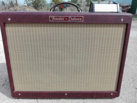 FENDER HOT ROD DELUXE SERIE LTDO. RED WINE x GIBSON o TELECASTER