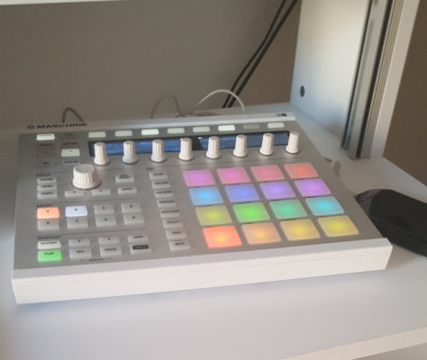 Vendo: Maschine mk2 blanca excelentes condiciones + custom kit