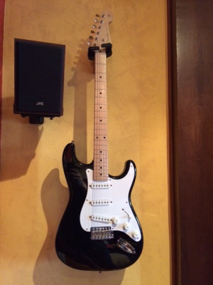 Fender Stratocaster (Blacky) Crafted in Japan