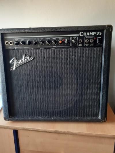 Fender Champ 25. Vendo o cambio