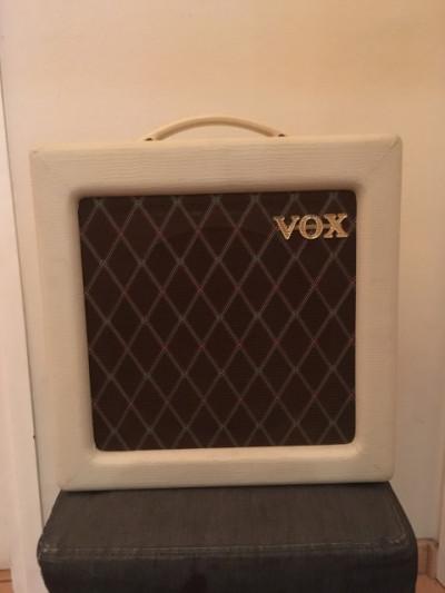 Vox AC4 TV