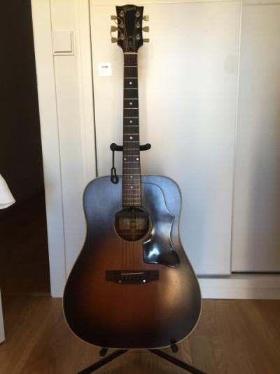 Gibson J-45 Deluxe (1981)