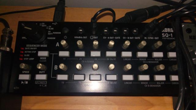 Korg volca bass, beats, sample y Secuenciador sq1 con mesa audio