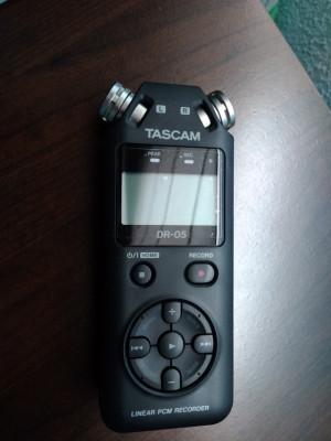 Grabadora TASCAM DR-05 [V2]. (65 euros)