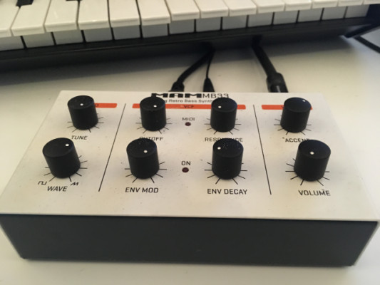 Sintetizador MAM MB33