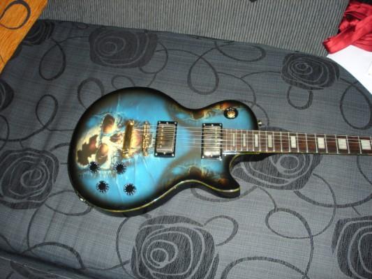 Vendo guitarra jaws tipo les paul con serigrafia