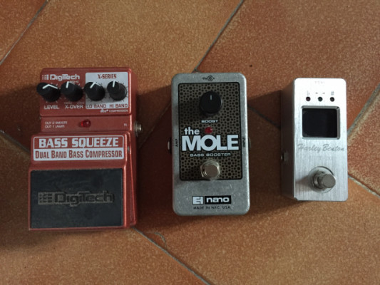 Digitech Bass Squeeze, EHX The Mole y HB CPT-20
