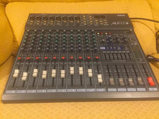 Mesa de mezcla Yamaha MX 12/4