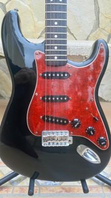 Fender Stratocaster Japan por guitarra de caja