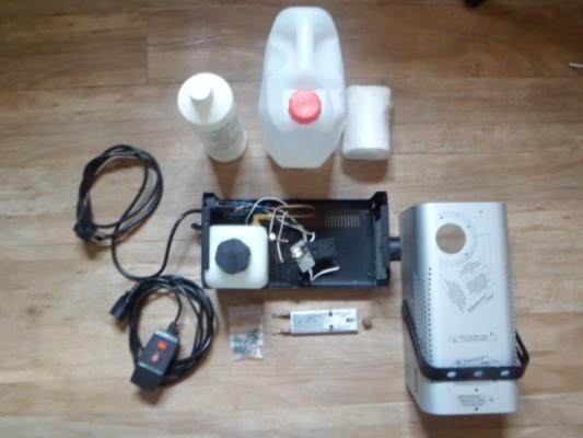 Máquina de humo (para reparación o repuestos) y líquidos.