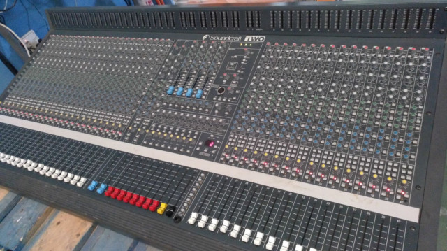 SOUNDCRAFT TWO 40 CANALES