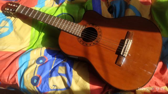 Guitarra electroclásica VALENCIA CG-190CE con previo