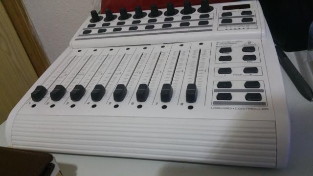 Controlador behringer bcf2000