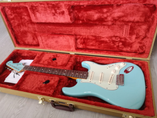 Fender strat 60's blue laqued special edition