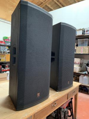 Altavoces Electro Voice ETX 35P (3 BOLOS)