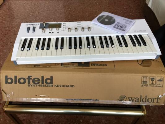 Waldorf Blofeld keyboard blanco