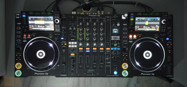 Cabina Pioneer DJ Nexus 2