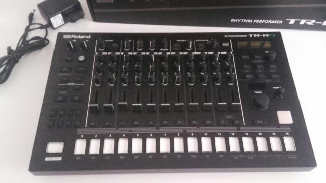 Roland TR8-S
