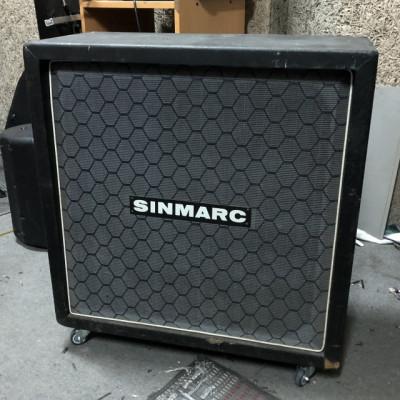 "SINMARC Pantalla 4X12"" con ruedas."