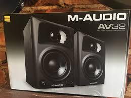 Monitores M Audio Av32