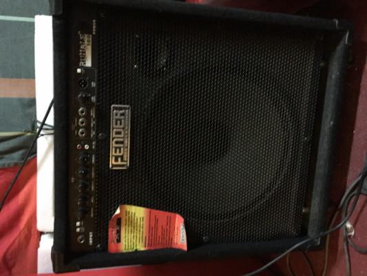 Amplificador de bajo Fender Rumble 100