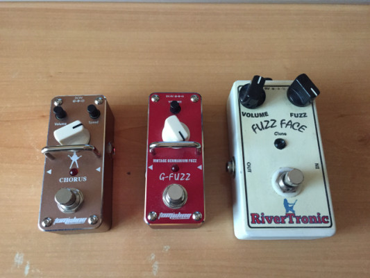 Pedales varios: Chorus, Fuzz, Phase Shifter, Overdrive...