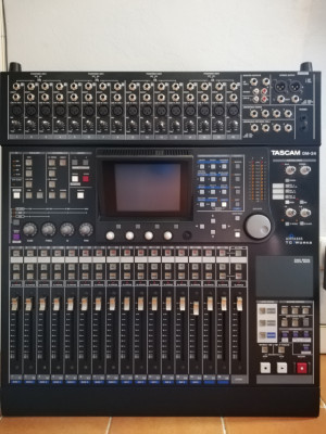 Tascam DM 24 Mesa mezclas de 24/32 canales, 24 bits/96KHz, 5:1, Automatizada, efectos TC Works y Antares, 16 preamps