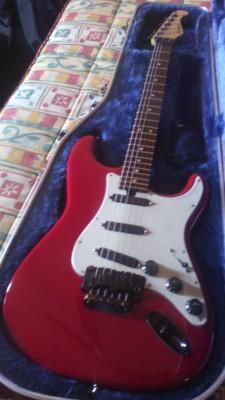 Guitarra con  cuerpo de Fender Strato Japan y mastil Sabrafen