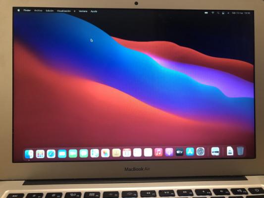"""MacBook Air i5 13"""" 8GB RAM 256GB SSD"""