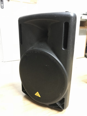 Monitores o PA Behringer B215D 550w