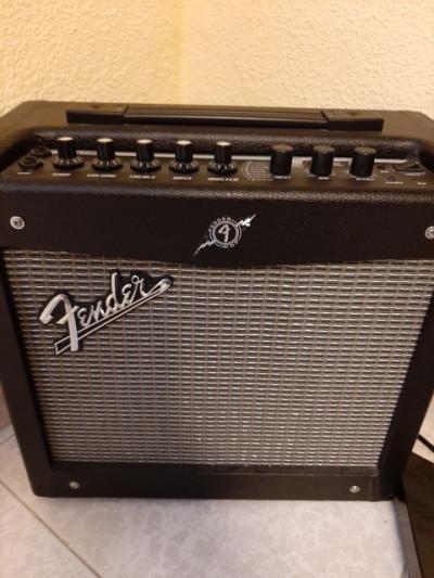 Amplificador Fender Mustang 1 V.2