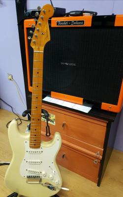 Fender stratocaster avri 57.