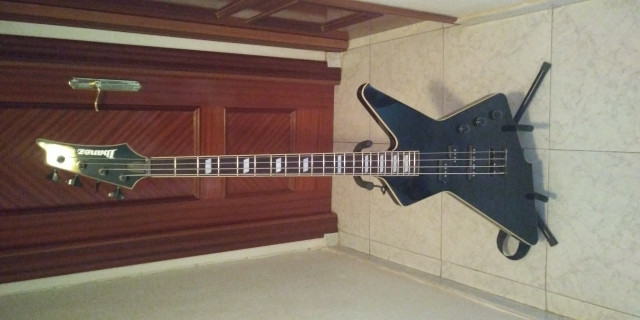 Bajo ibanez destroyer