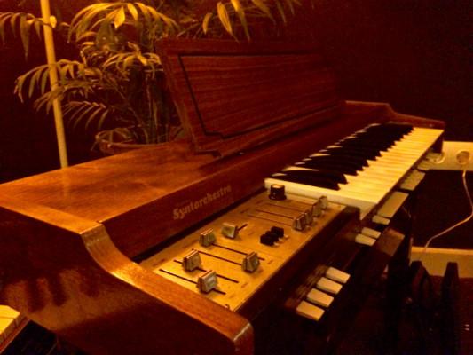 Farfisa Synthorchestra.( madera )