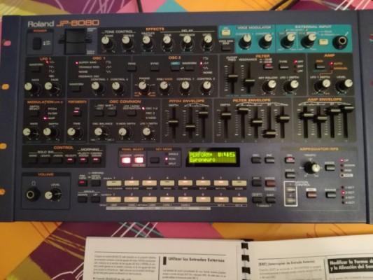 Vendo JP-8080 con manual y tarjeta de memoria