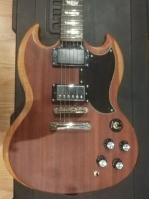 Epiphone Walnut G-400 con Gibson 498t en puente.